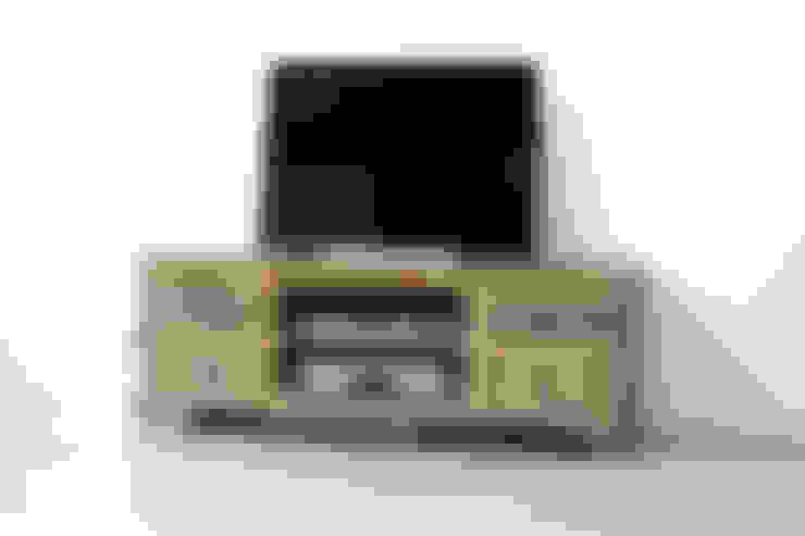 Lowboard - Shabby Chic mit viel Charakter aus massivem Mangoholz:  Wohnzimmer von AMD Möbel Handelsgesellschaft mbH & Co. KG