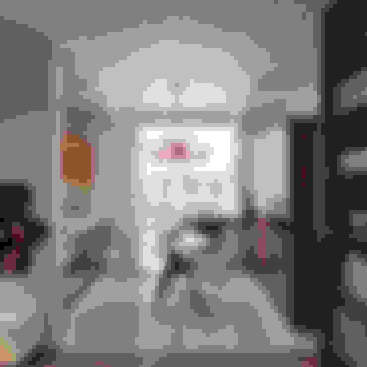Small apartment for my friend: Столовые комнаты в . Автор – Студия дизайна Марии Губиной