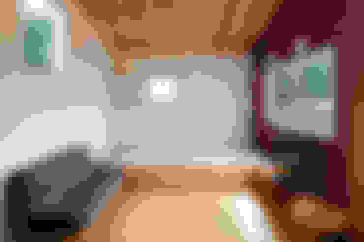 平塚の家: 萩原健治建築研究所が手掛けたリビングです。