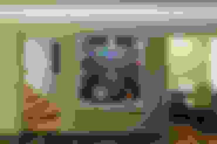 Media room by 向山建築設計事務所
