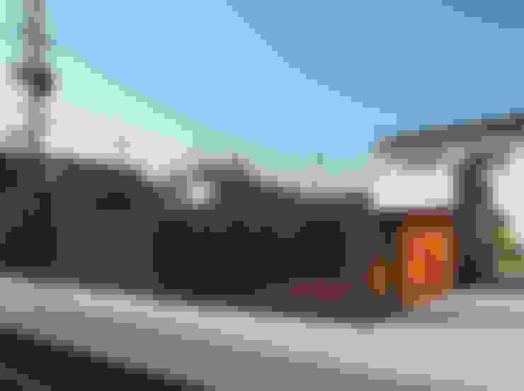Casas de estilo  por 株式会社コヤマアトリエ一級建築士事務所