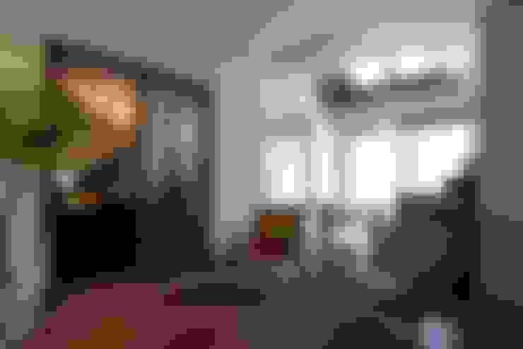 ピアノと暮らす家: アトリエグローカル一級建築士事務所が手掛けたリビングです。