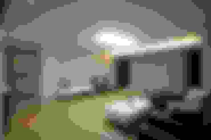 호텔식 트윈룸_34py: 홍예디자인의  거실
