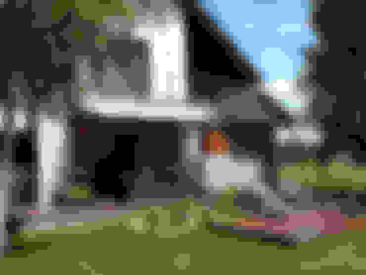 Jardines de estilo  por Biuro Projektów MTM Styl - domywstylu.pl