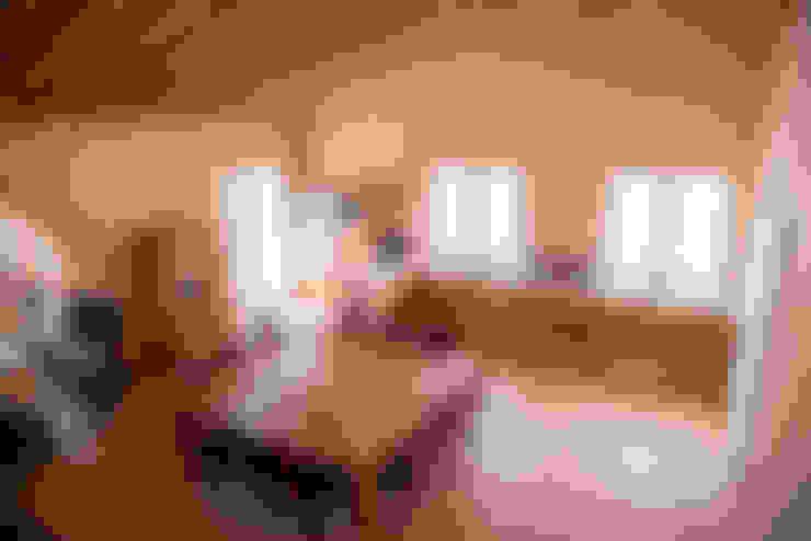 Salas / recibidores de estilo  por RI-NOVO