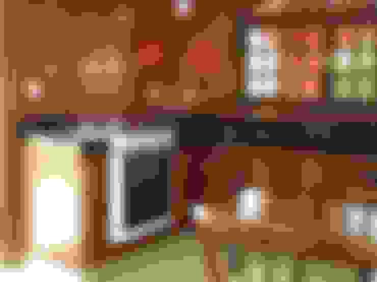 Kitchen by Mina Arquitetura & Construções