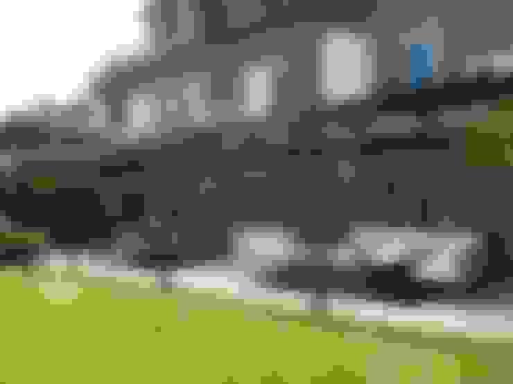 CASA EN LA HORQUETA: Jardines de estilo  por Fainzilber Arqts.