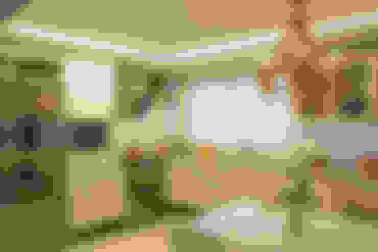 Kitchen by Michele Moncks Arquitetura