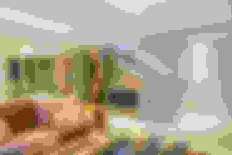 Salas / recibidores de estilo  por Michele Moncks Arquitetura