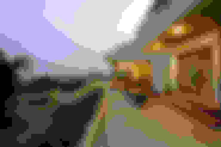 Lonavla Bungalow:  Terrace by JAYESH SHAH ARCHITECTS