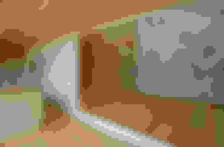 壁画のあるリビング: 株式会社ブレッツァ・アーキテクツが手掛けたリビングです。