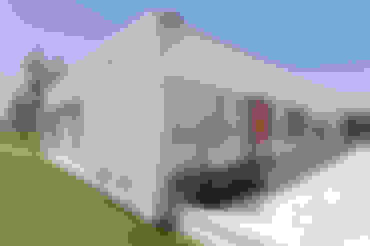 Prefabricated home by VISMARACORSI ARQUITECTOS