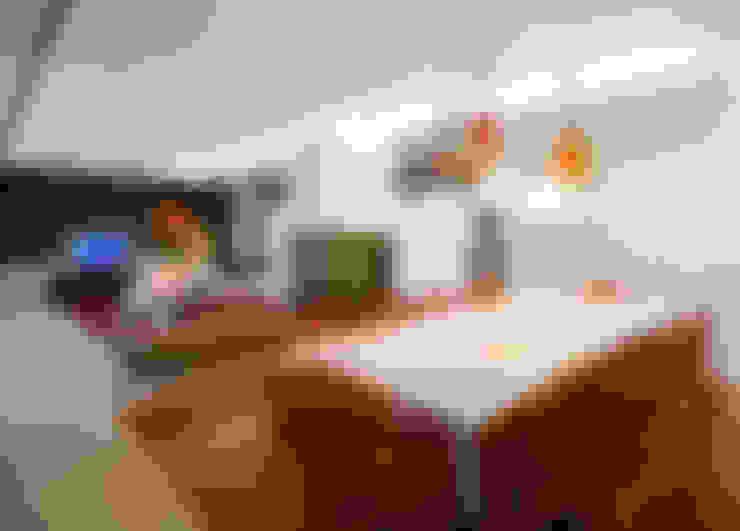 Moradia de férias M+PR: Salas de jantar  por Space Invaders _ Arquitectura e Design