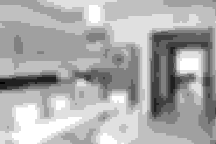 De líneas puras - Casa N Los Olivos: Casas de estilo  por CB Design