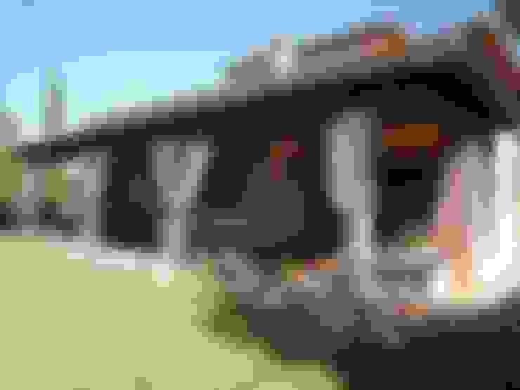 Casas de estilo  por CARLOS TRIGO GARCIA