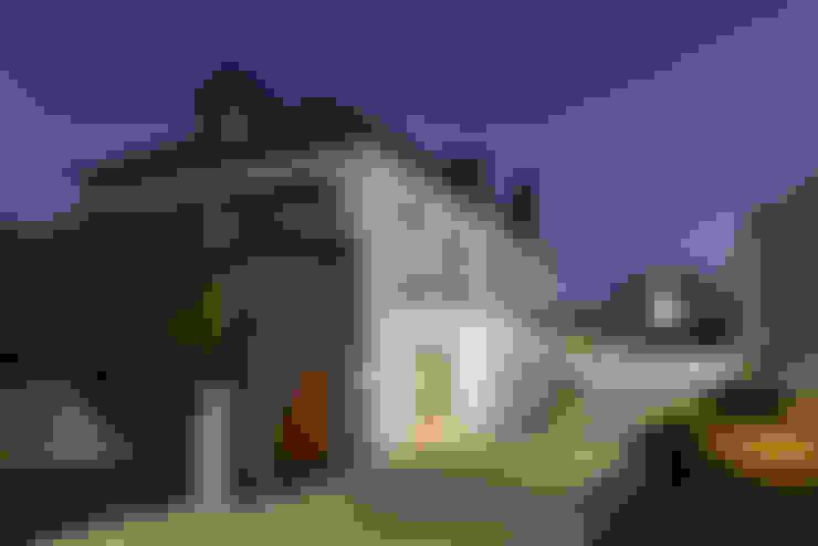 Casas de estilo  por Ricardo Moreno Arquitectos