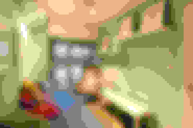お洒落な大人の空間: 有限会社横田満康建築研究所が手掛けたアートです。
