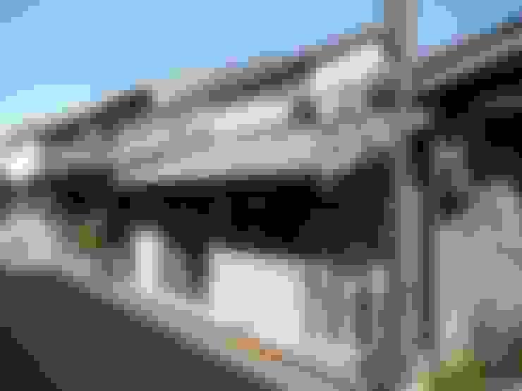 主屋:改修前: 一級建築士事務所ささりな計画工房が手掛けたです。