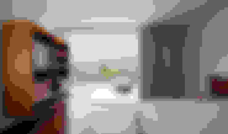 Casa Guaecá : Quartos  por Conrado Ceravolo Arquitetos