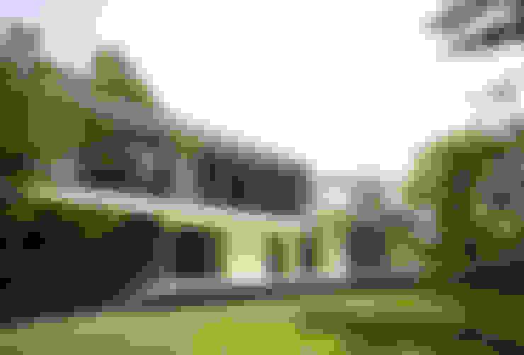 Casas  por 株式会社廣田悟建築設計事務所
