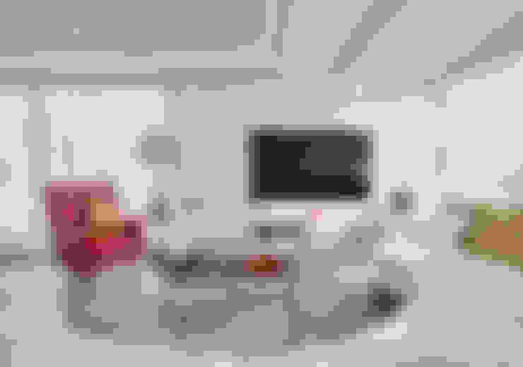 Salas multimídia  por Viterbo Interior design