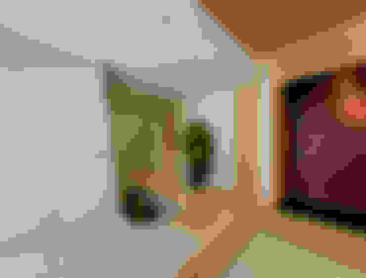 和室より階段ホールを望む: モリモトアトリエ / morimoto atelierが手掛けた廊下 & 玄関です。