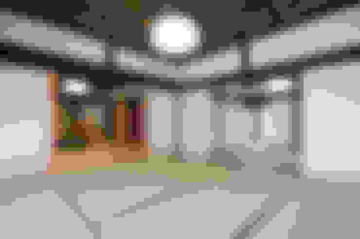 Media room by 吉田建築計画事務所