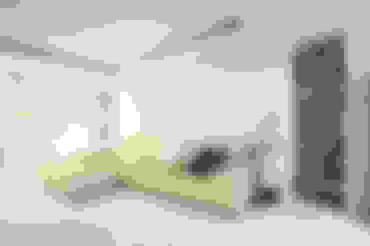 고가구의 적절한 배치, 오리엔탈 느낌의 32py 인테리어: 홍예디자인의  거실