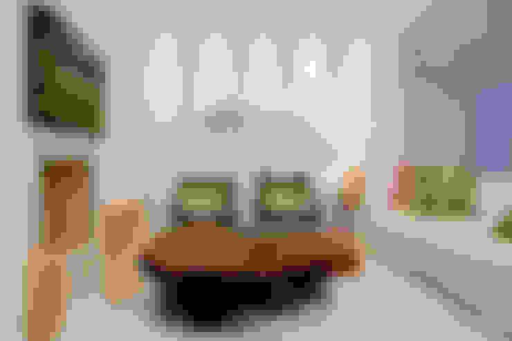 Luxo para Férias: Salas de estar  por Karla Silva Designer de Interiores