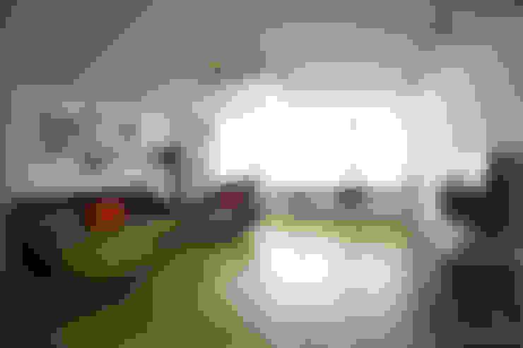 파스텔톤의 따뜻한 신혼집 _ 33py: 홍예디자인의  거실