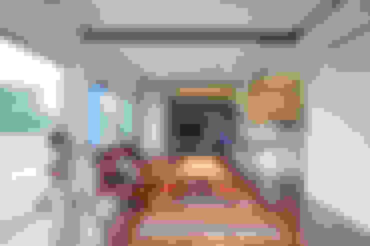 株式会社スタジオ・チッタ Studio Citta:  tarz Oturma Odası