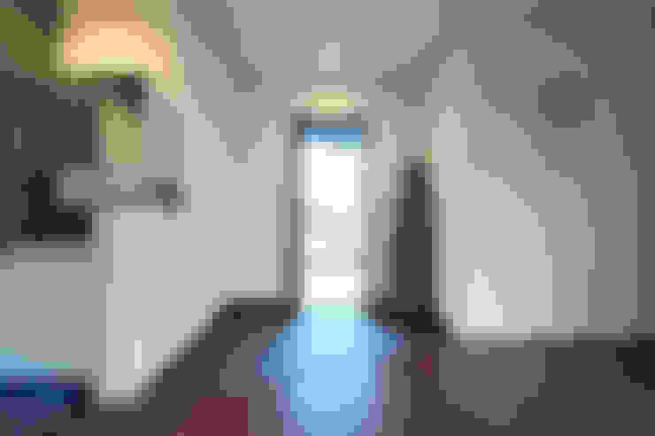 Corridor & hallway by 株式会社スタジオ・チッタ Studio Citta