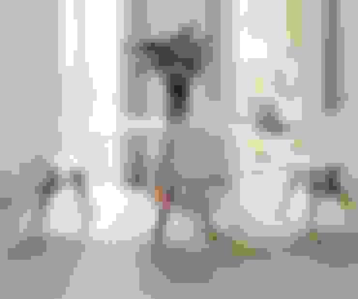 Sala da pranzo in stile  di HOLACASA