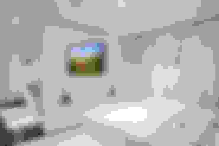 Living room by TV WALL Designmöbel