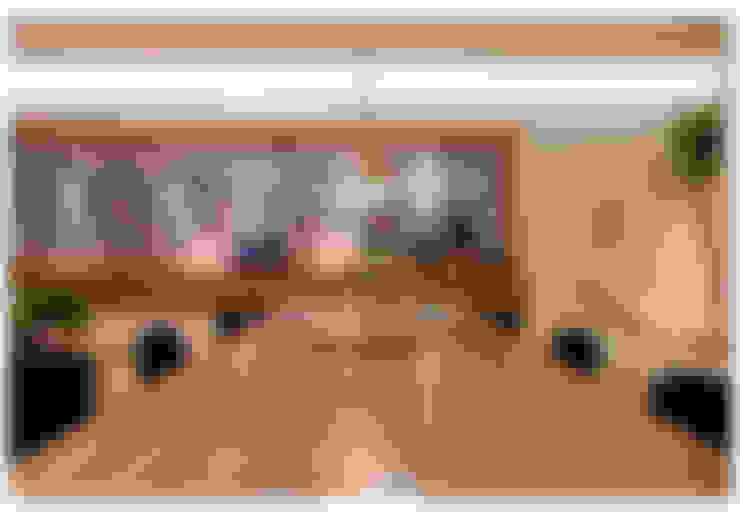Casa Bulcão: Salas de jantar  por ANDRÉ BRANDÃO + MÁRCIA VARIZO arquitetura e interiores
