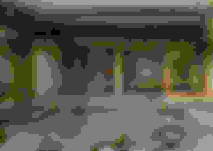 寺池台の家: 伊東建築計画室が手掛けた庭です。