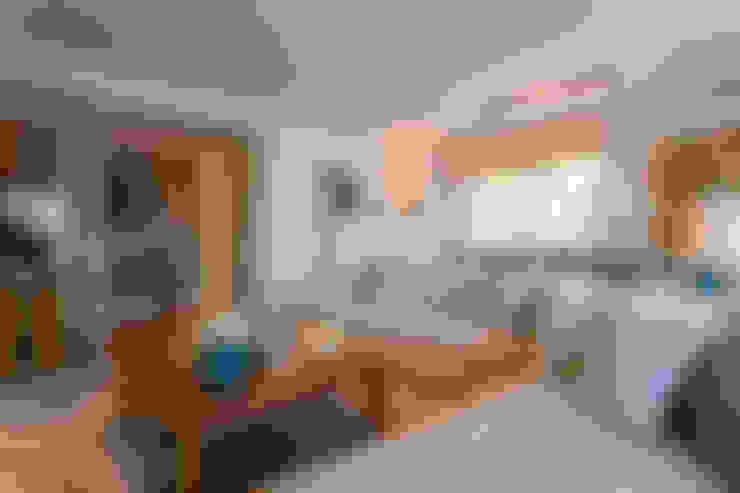 غرفة المعيشة تنفيذ Traço Magenta - Design de Interiores