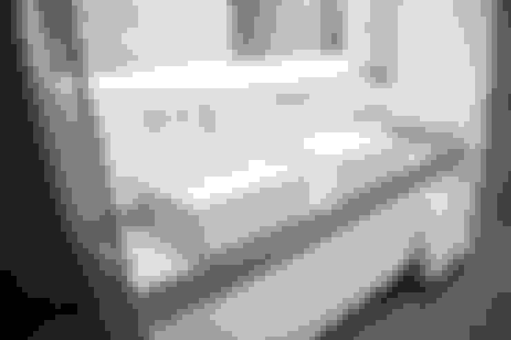 Baño principal: Baños de estilo  por MeMo arquitectas