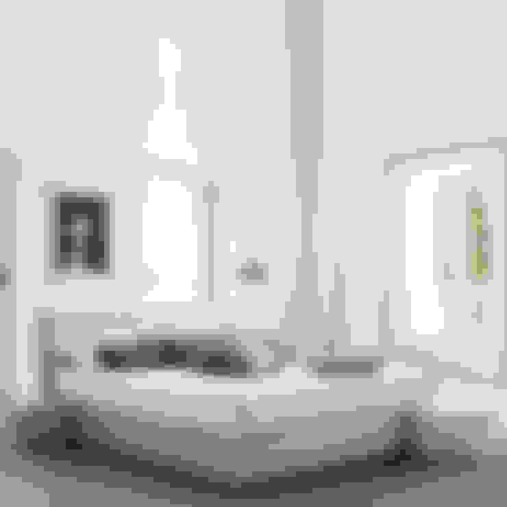 Camera da letto in stile  di My Italian Living
