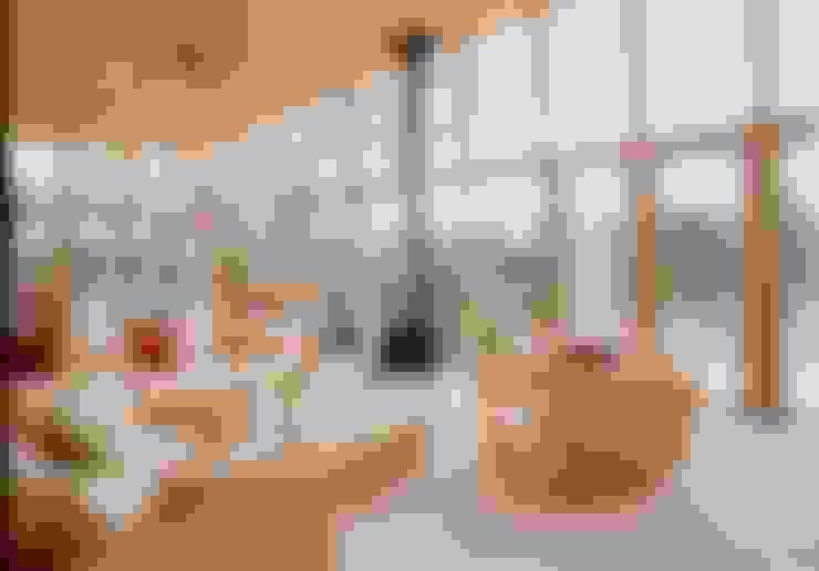室内: 一級建築士事務所ATELIER-LOCUSが手掛けたリビングです。