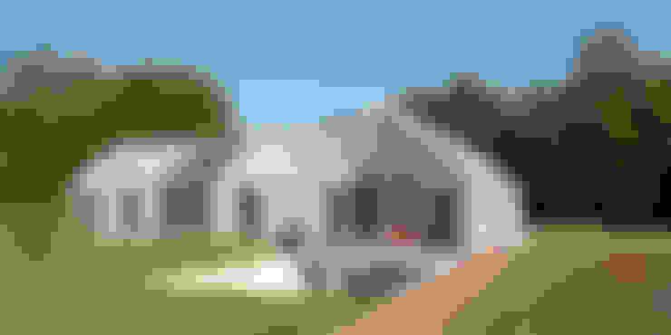 Maisons de style  par ten dAm Architecten