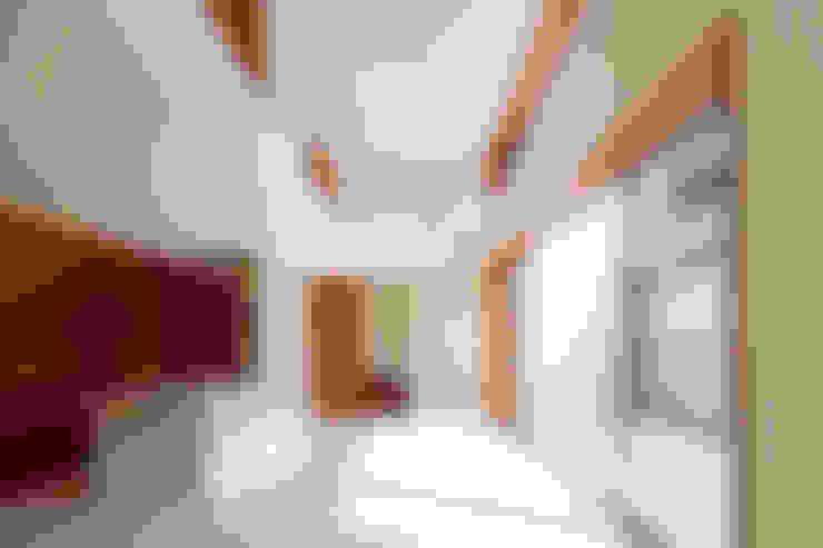 Living room by 一級建築士事務所 Eee works