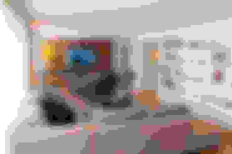 Living room by MONICA SPADA DURANTE ARQUITETURA