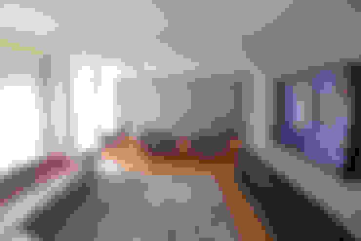 Sala Hometheater integrada ao Living 1: Salas multimídia  por MONICA SPADA DURANTE ARQUITETURA