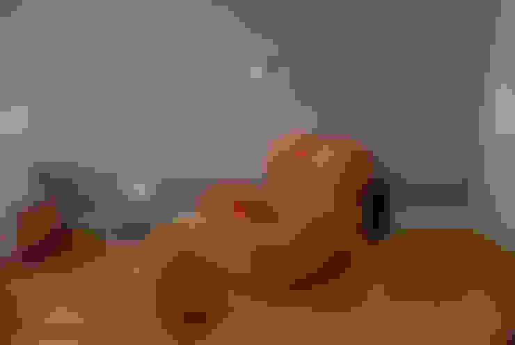 Donna Chair 1: Salas de estar  por MONICA SPADA DURANTE ARQUITETURA