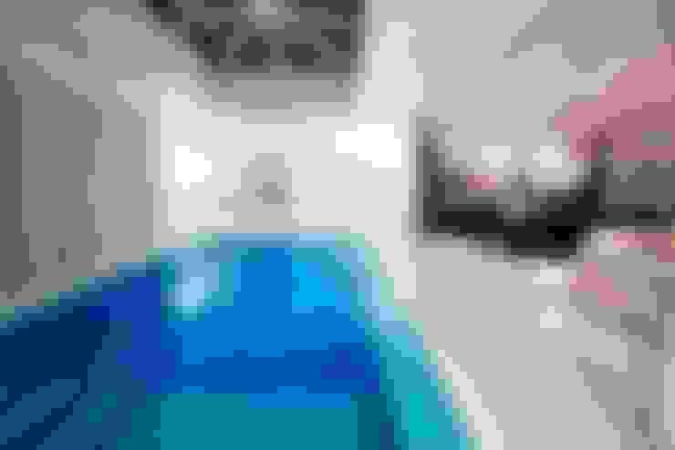 Piscina Interna: Piscinas  por Ariane Labre Arquitetura