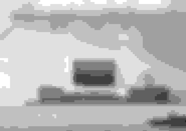 Podium Sideboard: Sala de estar  por Maami Home