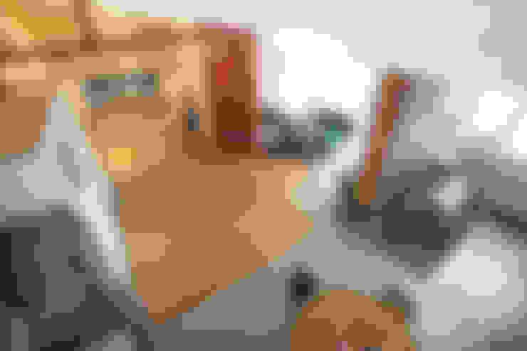 Интерьер студии ул. Дальняя: Гостиная в . Автор – design-bureau 'DEPO'