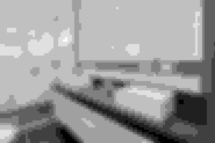 RMS: Banheiros  por Angelica Pecego Arquitetura