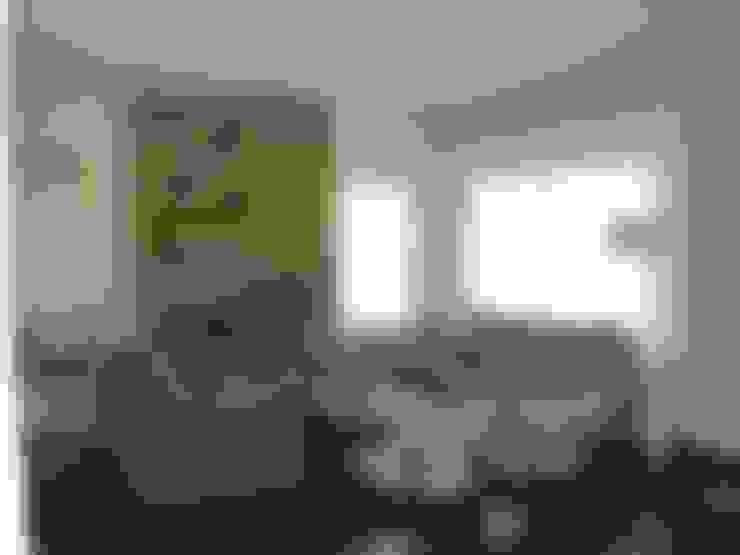 Living room by Fainzilber Arqts.